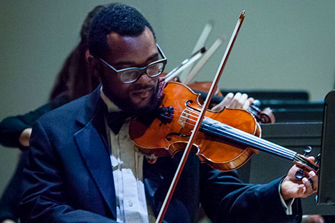 Violinist performs live at the University of Miami